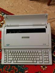 Пишущая электронная машинка с дисплеем